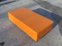 Оранжева правоъгълна табуретка